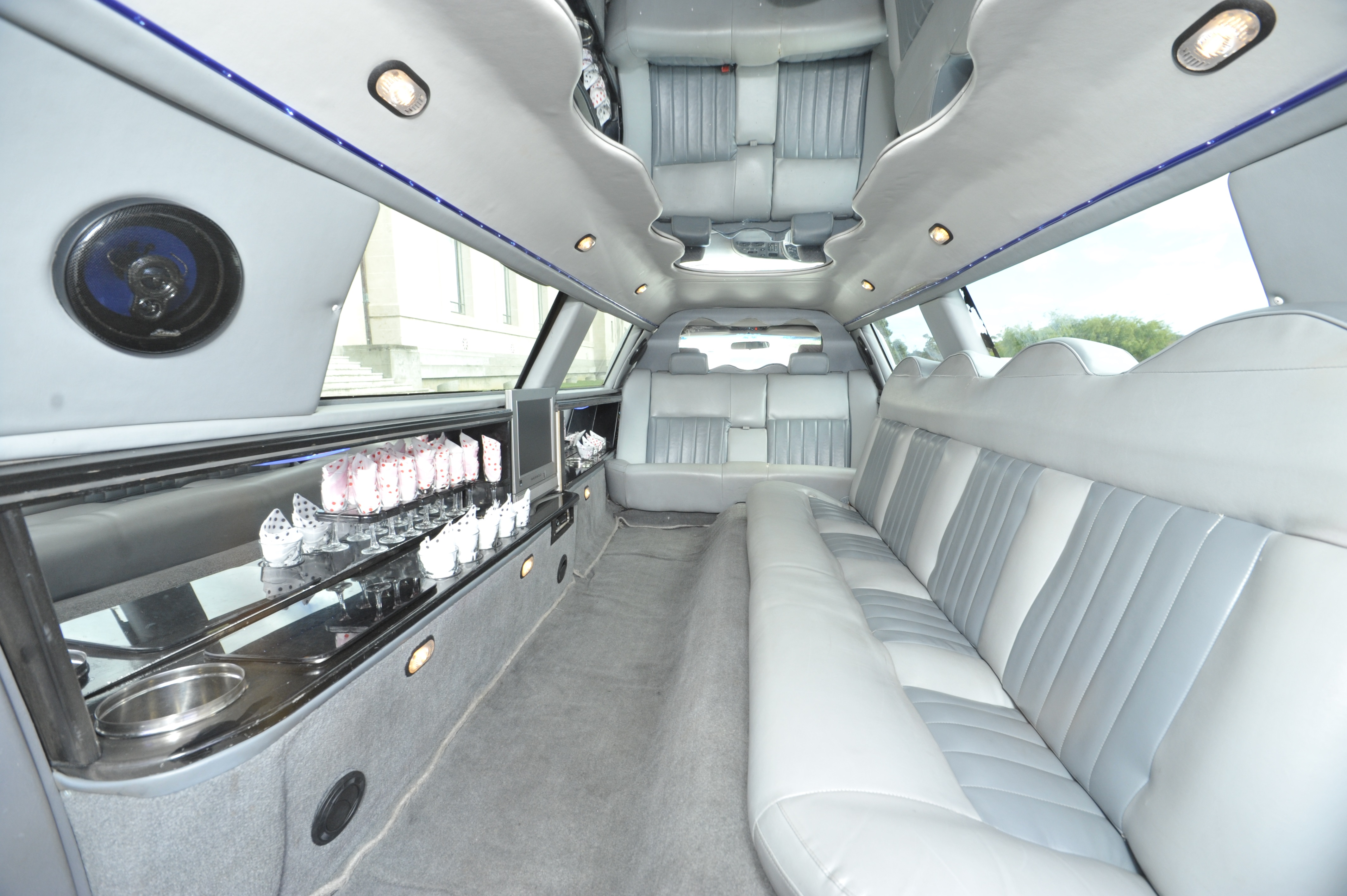 10 Seater Lincoln Limousine